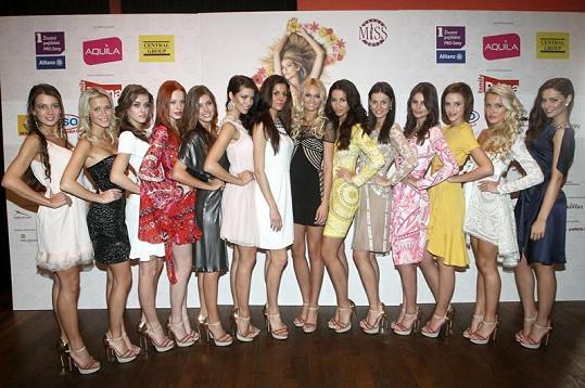 Všech 14 finalistek České Miss 2012.