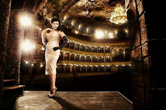Andrea je důkazem, že i operní pěvkyně mohou být hodně sexy.