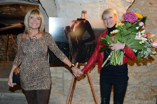 Věra Martinová zapózovala s Renatou před jejím oblíbeným aktem.