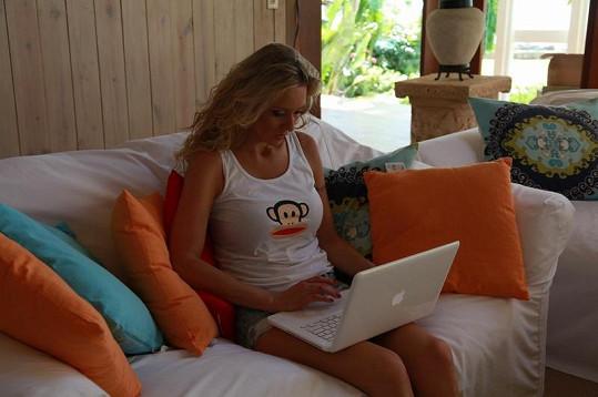 Gavriely je se svými dětmi denně v kontaktu přes internet.