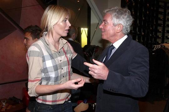 Diana se zdraví se svým letitým kamarádem Janem Měšťákem.