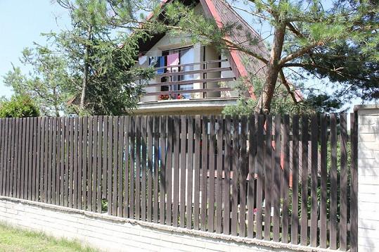 Dům, ve kterém vyrůstal syn Ivana Mládka Mikuláš.
