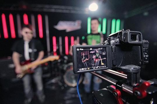 Zákulisí natáčení klipu Rádiová.