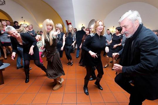 Jan Rosák se svou ženou Jiřinou a Katkou Herčíkovou tančili jako o život.