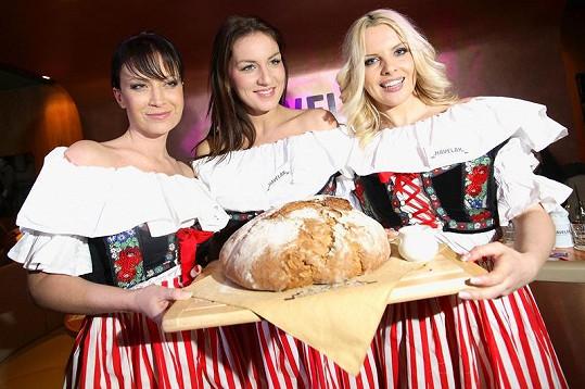 Na poslední akci se Lucie Králová stala společně s Gábinou Partyšovou a Kateřinou Kristelovou kmotrou nové restaurace.