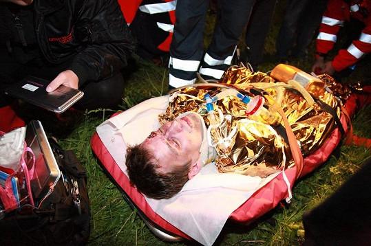 Jan Dolanský ve scéně po nehodě.