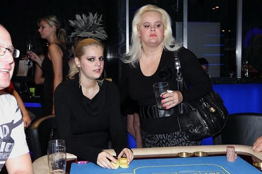 Ornella Štiková svou matku nezapře.