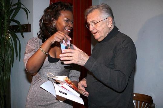 Jiří Menzel s bývalou milenkou Juwanou Jenkins.