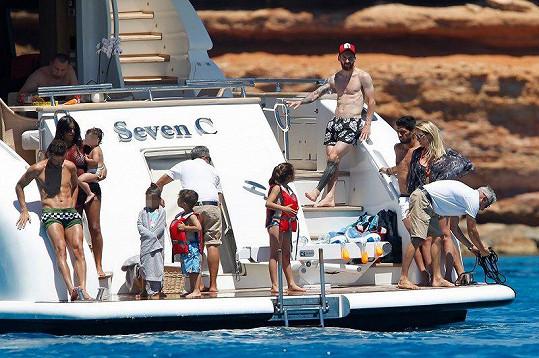 Lionel Messi vzal na jachtu svou rodinu i přátele.