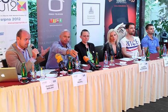 Na tiskové konferenci se probíral průběh festivalu Prague Pride 2012.
