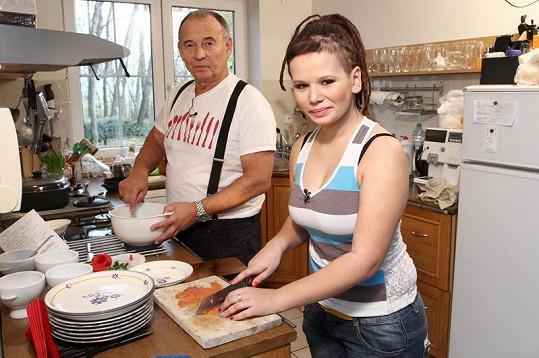 Michaela Vyskočilová se s tátou Ivanem sešla v pořadu VIP Prostřeno.