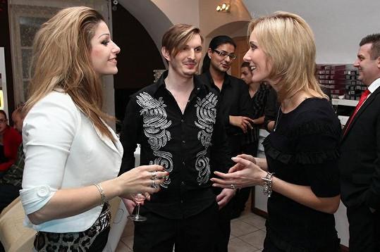 Ester a její nazupírovaná hříva s kadeřníkem Martinem Zifčákem a Jovankou Vojtkovou.