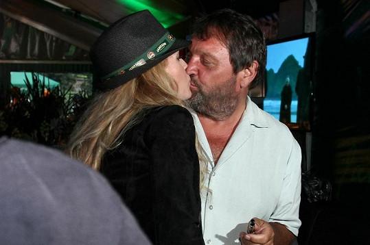 Pepa s Olgou se políbili na ústa. No a co?