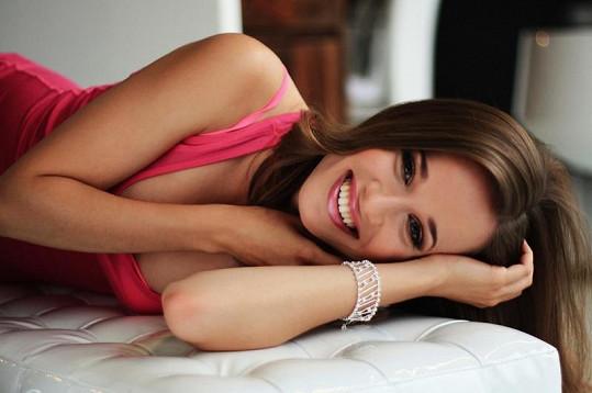 Kristina je krásná a sexy.