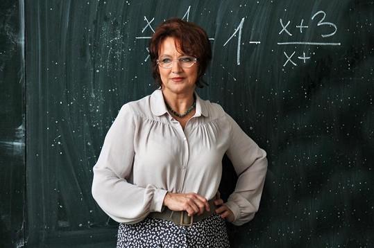 Zlata Adamovská coby profesorka Pažitková.