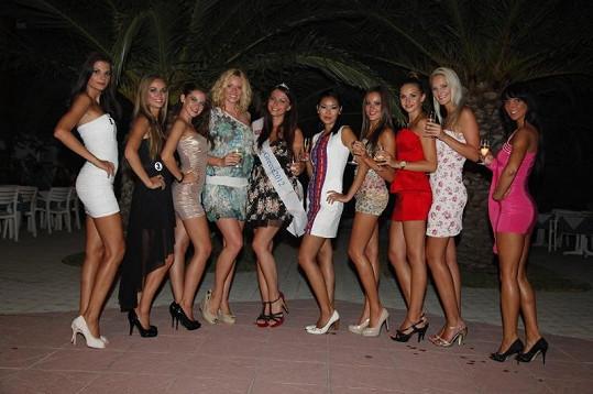 Finalistky iMiss s moderátorkou Nikol Moravcovou v hotelu Nina Beach na ostrově Kos.