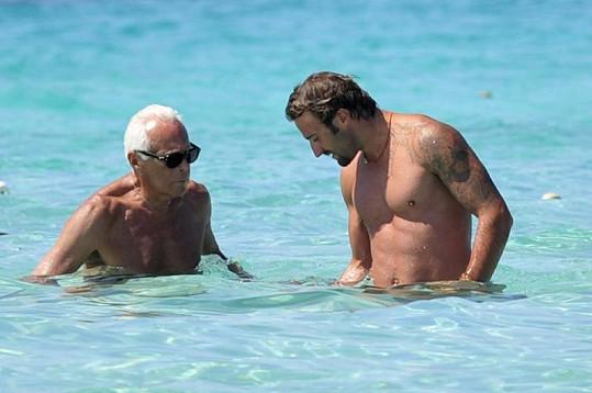 Giorgio trávil hodně času s neznámým atraktivním mužem.