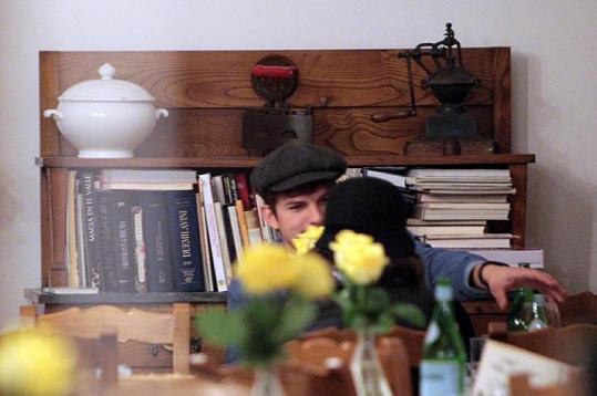 Zamilovaná dvojice na večeři v restauraci Checchino.