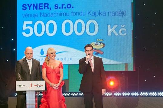 Půl miliónu korun věnoval Kapce naděje i výkonný ředitel společnosti Syner pan Robert Špott.