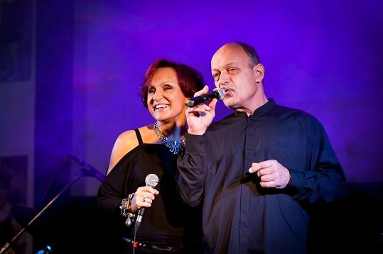 S Jiřím Jelínkem ze skupiny Golem došlo i na duet. Podobnost se slavným tatínkem v tomto případě není čistě náhodná.