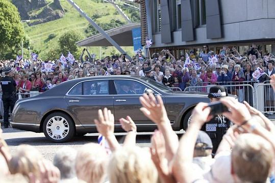 Ulice byly opět zaplněny tisíci lidí.