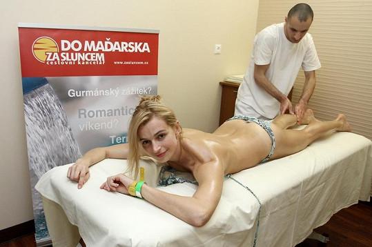 Ivana Jirešová na masáži.