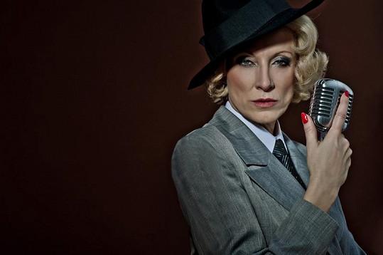 Renata jako Marlene Dietrichová.