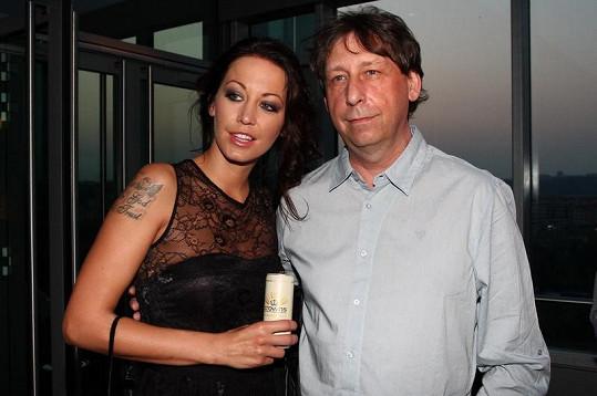 Agáta s tatínkem Jiřím Hanychem v sky baru v Hiltonu.