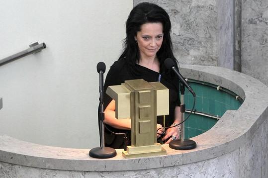 Lucie Bílá pronáší smuteční řeč.