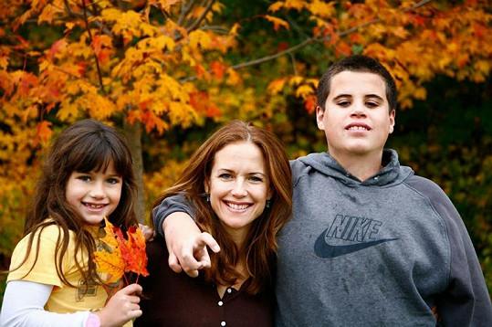 Kelly Preston se synem Jettem a dcerou Ellou.