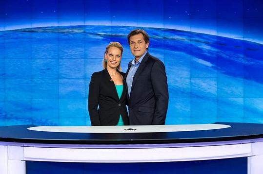 Pouva se vrátí do Televizních novin v prosinci. V době jeho léčení moderovala Kristina Kloubková sama.