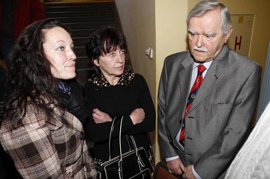 Vdova Olga Rotreklová (uprostřed).