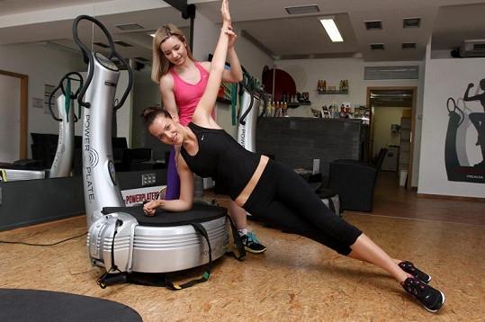 Kateřina Sokolová si vyzkoušela cviky na zpevnění i na zhubnutí.