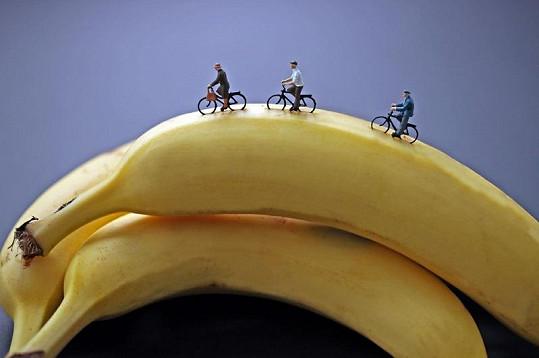 Minilidé na projížďce po banánu.