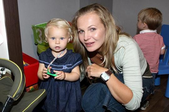 Michaela Badinková s dcerou Evelínou.