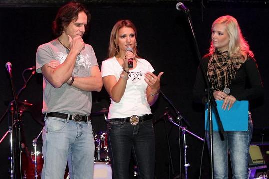 Janek Ledecký, Yvetta Blanarovičová a Markéta Poulíčková v Lucerna Music baru.