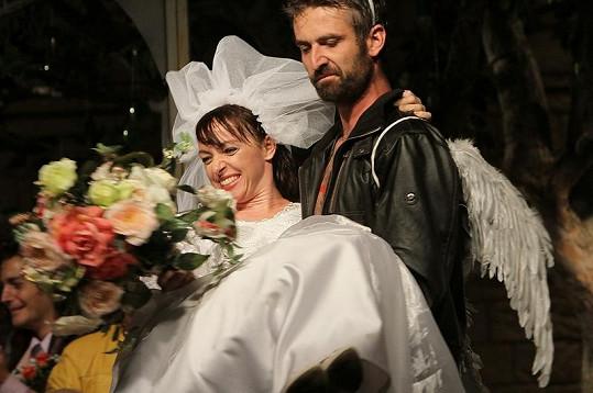 Táňa s Romanem jako ženich a nevěsta.