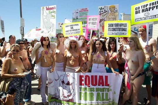 Protestu se účastnilo několik desítek lidí.
