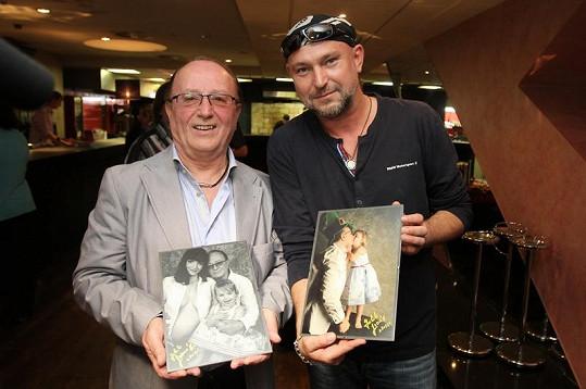 Petr Janda dostal fotografie darem od Jakuba Ludvíka.