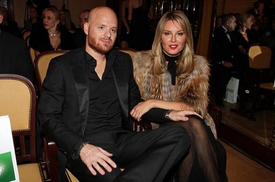 Simona Krainová s manželem Karlem Vágnerem na fashion weeku.