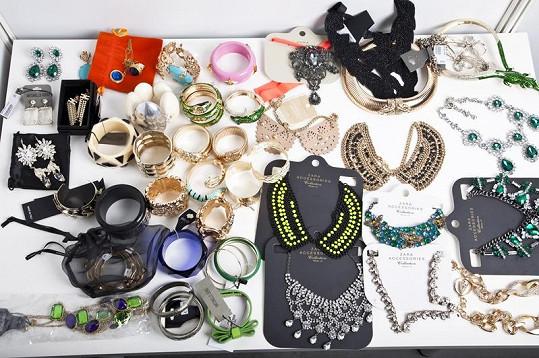 Daniela má ráda i značku Zara a občas se v jejím šatníku i šperkovnici nějaký kousek najde.