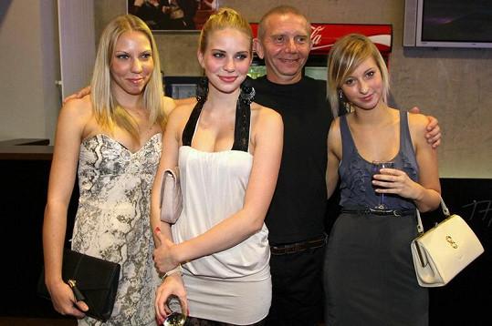 Jindy introvertní Miroslav Vladyka nadšeně pózoval.