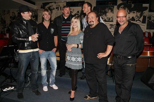 Párty se pořádala kvůli zpěvačce Masche, která křtila singl a videoklip.