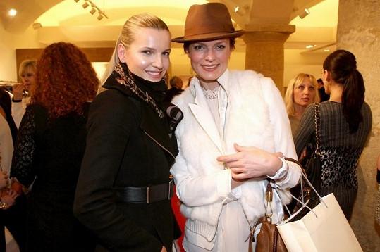 Po přehlídce Veronika spěchala domů. Pozdravila jen kamarádku Karolínu Bosákovou, která plnila na akci úlohu čestného hosta.