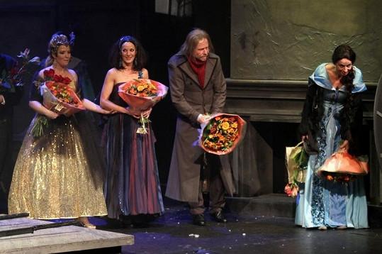 Hvězdami Vánoční koledy byly Szidi Tobias, Karel Roden a Ivana Chýlková.
