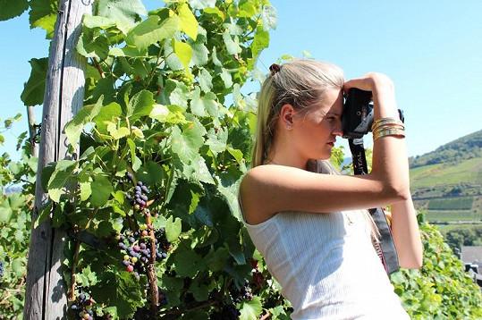 Veronika si fotila vinice.