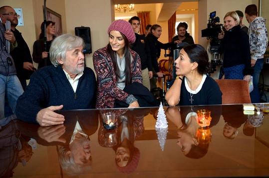 Vúlohách Josého manželky a dcery se představí mexické herečky.