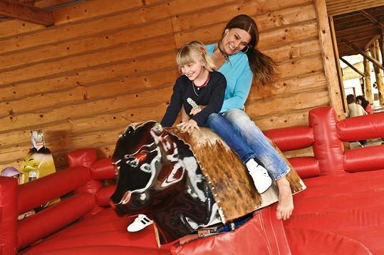 S dcerou vyzkoušely i rodeo.