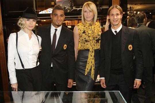 To je roztomilá partička. Romana Jákl Vítová, Kevin Prince Boateng, Diana Kobzanová a Luca Antonini.