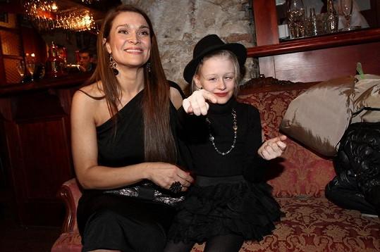 Mahulena Bočanová s dcerou Márinkou na křtu diáře Jakuba Ludvíka.